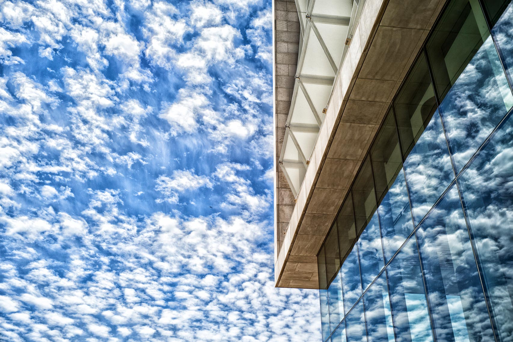 Segal Visitors Center cloud reflection | Chicago Commercial Photographer Jim Prisching